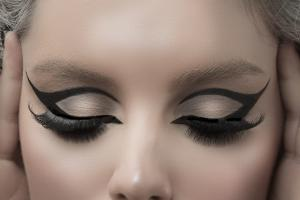 Alex Divanis Make Up Artist & hair styling www.sakisbatzalisphtography.com