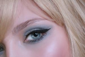 Alex Divanis Make Up Artist & hair styling  www.notispetros.com